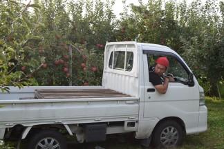 軽トラックで園地へ